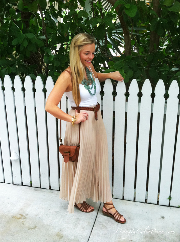 beige maxi skirt, blogger outfit, day look for the beach