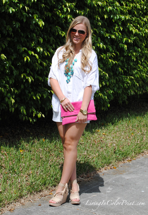white on white blogger outfit, gigee marie clutch, hot pink clutch, steve madden wedges, J Crew turquoise bubble necklace