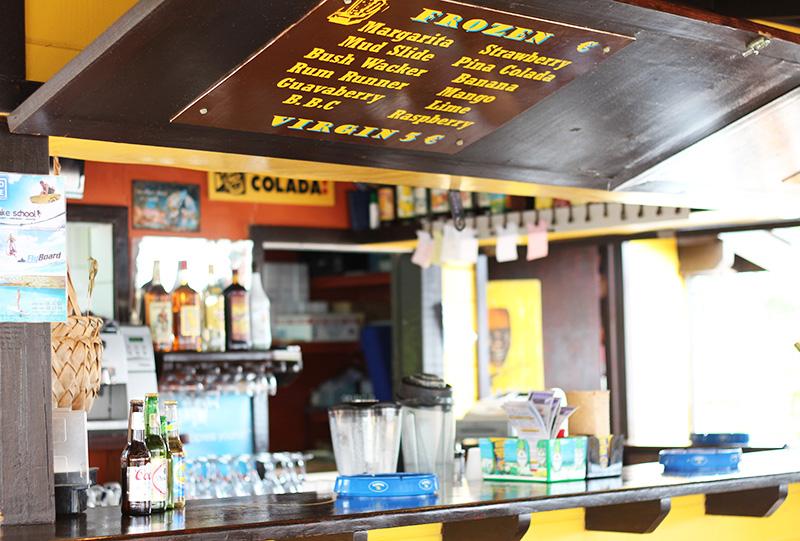 st-maarten-beachside-bar