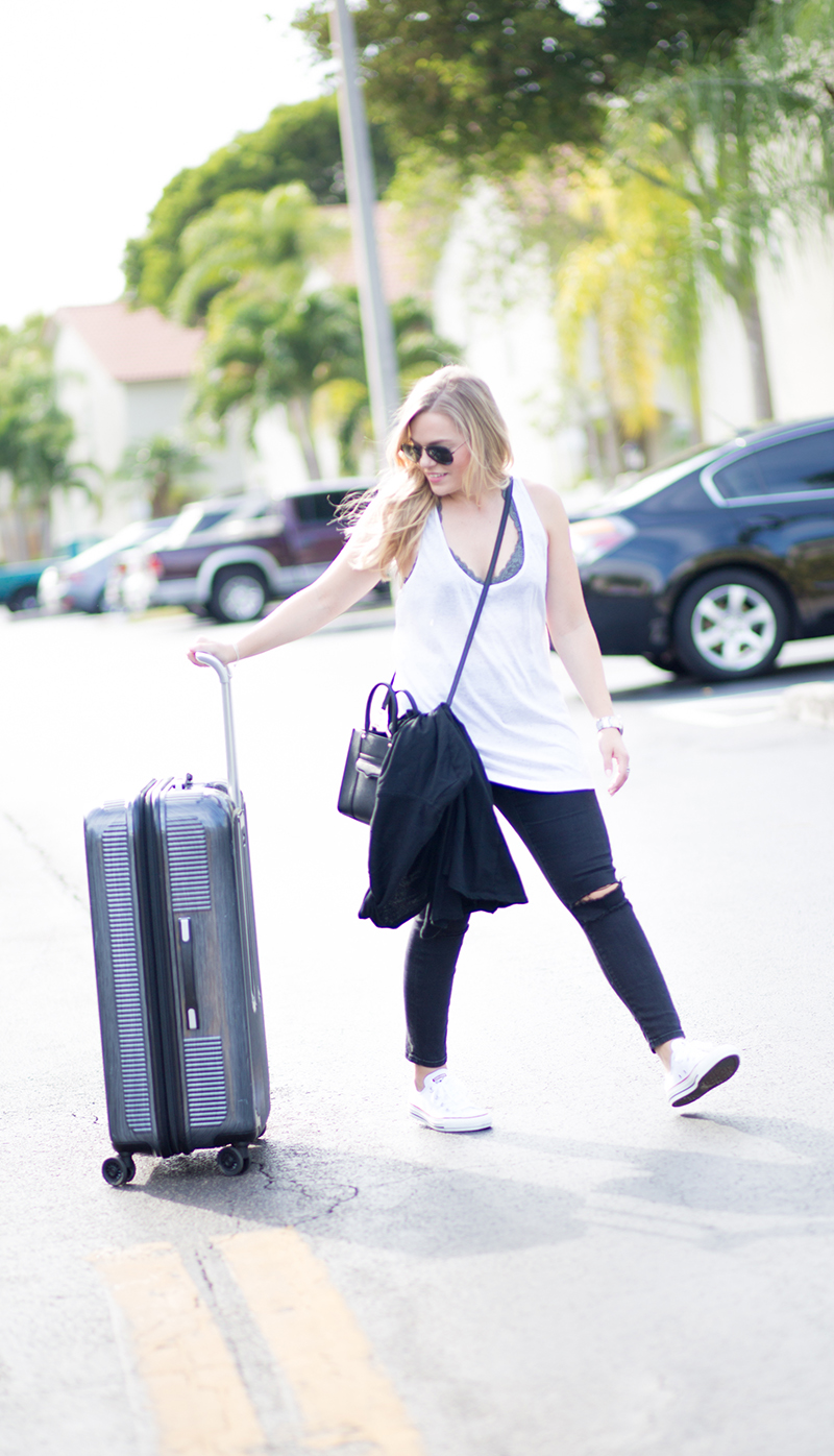 black-jeans-casual-travel-style