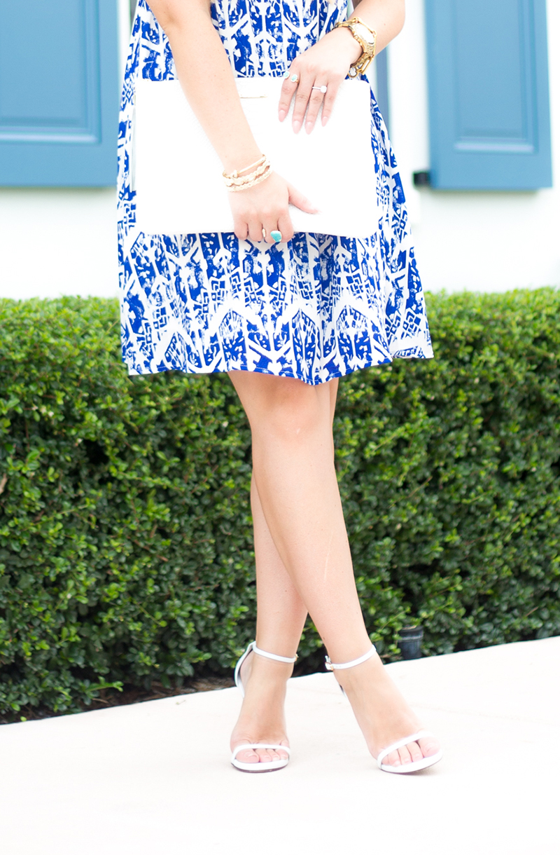 everly-blue-and-white-print-trapeez-dress
