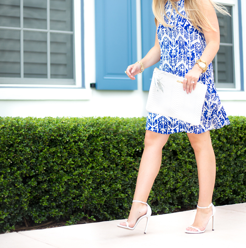 everly-blue-and-white-print-trapeez-dress