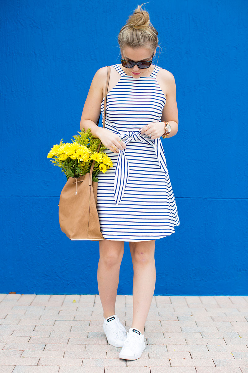 what to wear in napa valley, blue and white stripe dress, adidas neo sneakers, dress and sneakers outfit