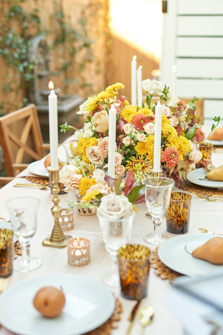 How to host an Outdoor Friendsgiving | Elegant, Neutral Color Palette + Fall Florals