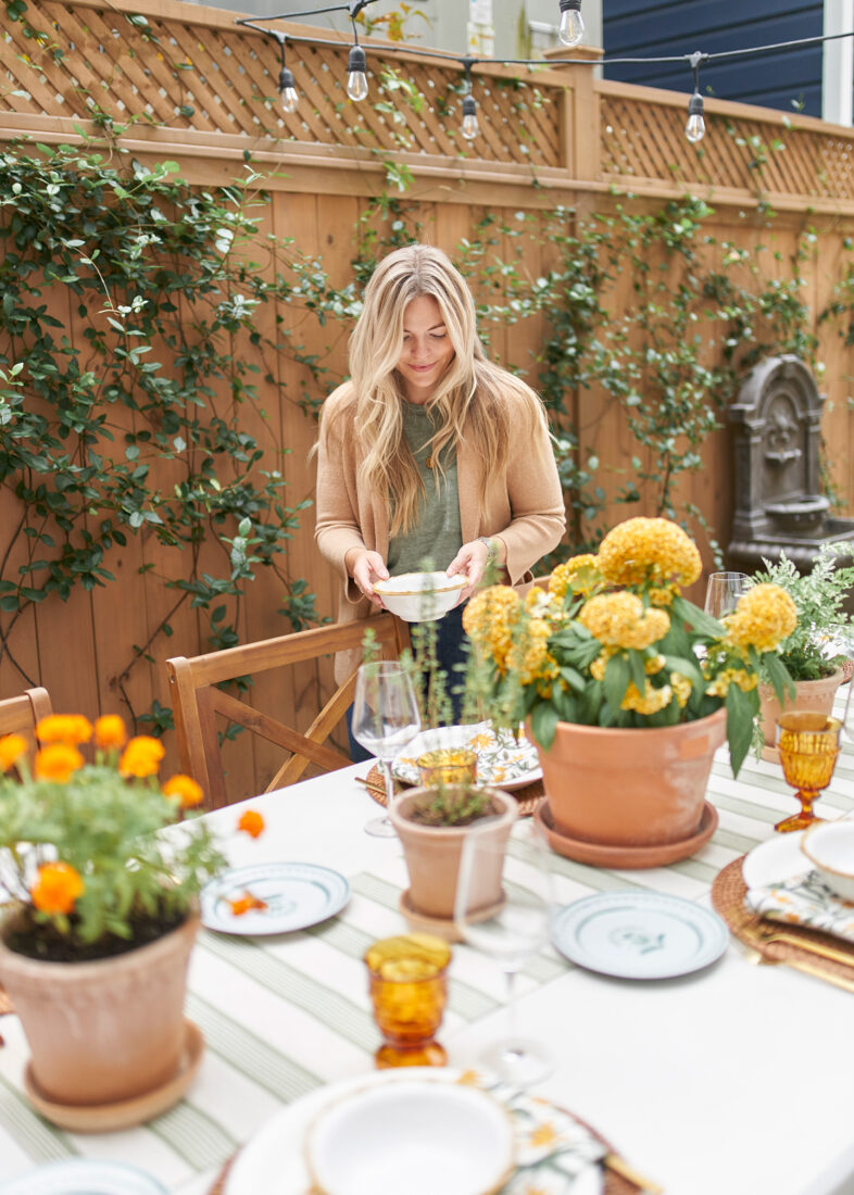 Setting a Fall Tablescape | using potted plants down the center of a table