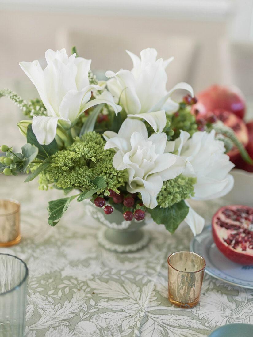 Simple Christmas Centerpiece | White Lillies, Berries + Hydrangea