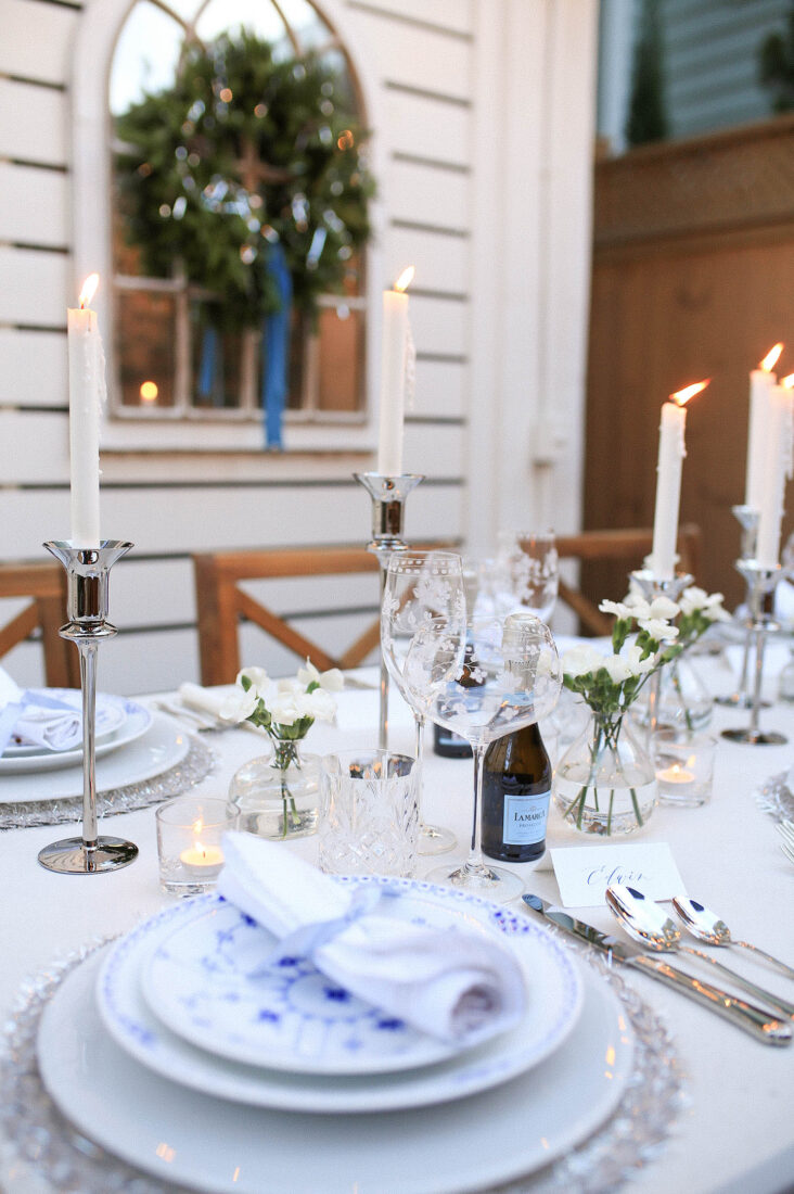 NYE Tablescape | Blue, White & Silver Place Setting with Silver Tinsel Placemat