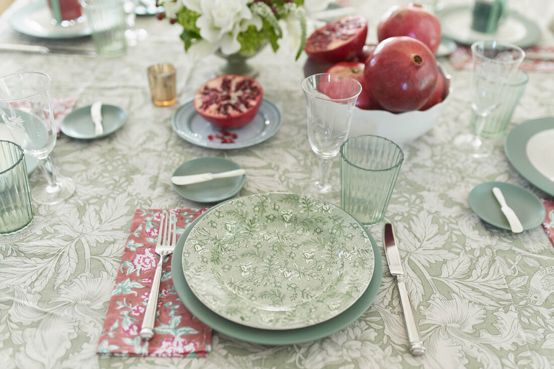 Small Gathering Ideas for the Holidays | Muted Green + Red Tasblescape for Christmas